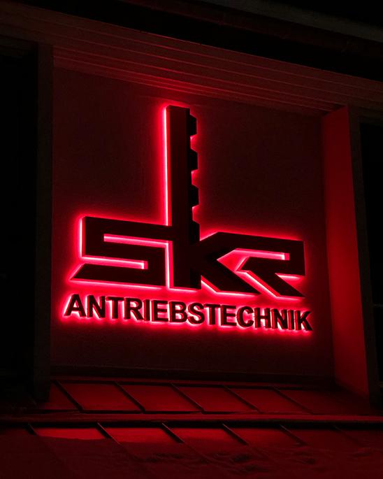 Lichtwerbung der Firma SKR Antriebstechnik